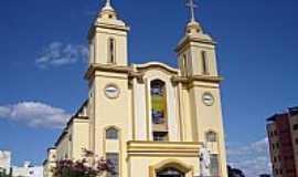 Divin�polis - Catedral do Divino Esp�rito Santo em Divin�polis-MG-Foto:Vicente A. Queiroz