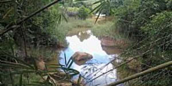 Dores de Guanhães-MG-Encontro do Córrego Mandioca com o Rio Guanhães-Foto:juliederson jackson