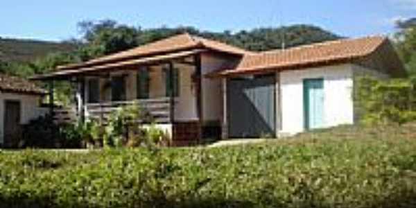 Dores de Guanhães-MG-Residências em Guanhães-Foto:Roberto Gloria