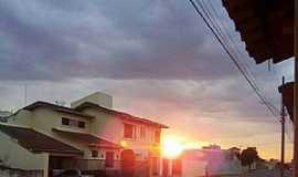 Dores do Indaiá - Dores do Indaiá-MG-Rua Distrito Federal-Foto:Gaspar Filho-Facebook