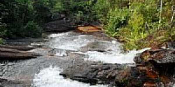 Cachoeira em Dores do Turvo-MG-Foto:Antrbns