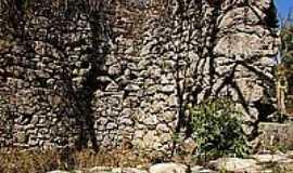 Entre Rios de Minas - Ruínas da Casa da Pedra do Gambá