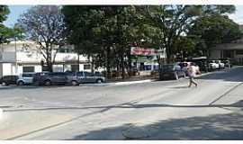 Esmeraldas - Encontro da Rua dos Expedicionários e Praça Getúlio Vargas. Centro de Esmeraldas