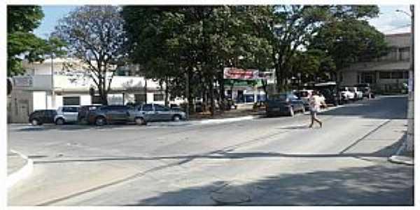 Encontro da Rua dos Expedicionários e Praça Getúlio Vargas. Centro de Esmeraldas
