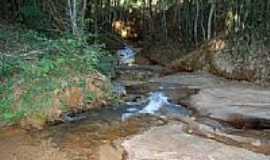 Esmeraldas de Ferros - Esmeraldas de Ferros-MG-Córrego em Sítio-Foto:www.gilmarocorretor.com.br