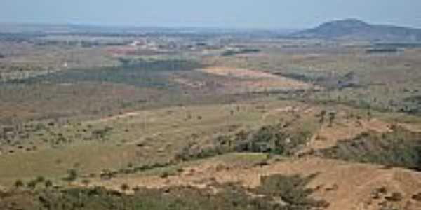 Vista da região com Morro do Palhano ao fundo em Estrela do Indaiá-Foto:altoabaete