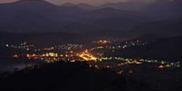 Eugenópolis à noite vista da Serra do Brito-MG-Foto:Franz Albert