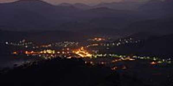Eugen�polis � noite vista da Serra do Brito-MG-Foto:Franz Albert