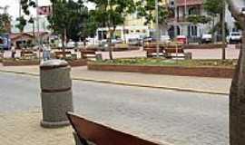 Extrema - Pra�a e Avenida em Extrema-MG-Foto:Beatriz P.S. Fagunde�