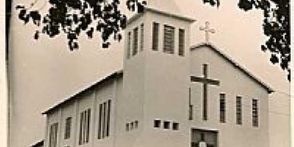 Ferruginha-MG-Igreja Matriz inaugurada em 1961-Foto:Fabricio