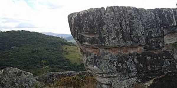 Florália-MG-Sítio Arqueológico-Foto:geraldo atherrton