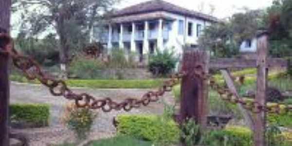 Fazenda Cachoeira, onde nasceu o ex-governador de Minas Gerais Benedito Valadares., Por Wellington Diniz