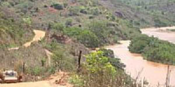 O rio e estrada de Frei Inocêncio-MG-Foto:contato@guiadefechad…