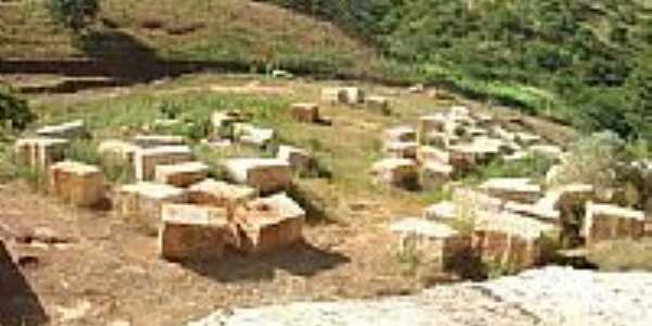 Granminas-Branco-Extração de Granito desativado-Foto:Saulo Murta