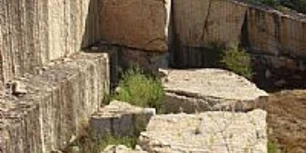 Granminas-Branco-Extração de Granito desativado-Foto:Saulo Murta 4