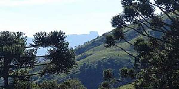 Gonçalves-MG-Entrada da cidade vista da Pedra do Baú-Foto:ACCosta