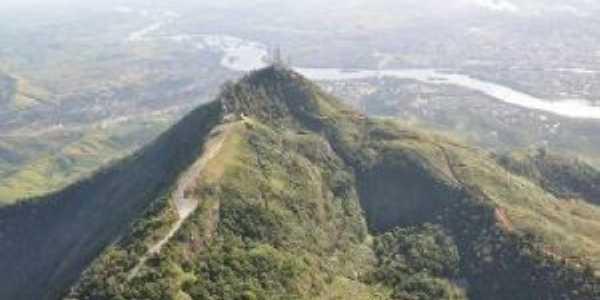 Pico da ibituruna, Por KÊNIA EPIFÂNIA