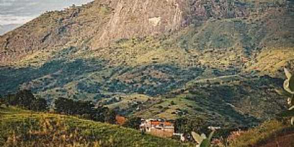 Paisagens do Vale do Rio Doce  Município: Governador Valadares  Fotografia: Douglas Ribeiro