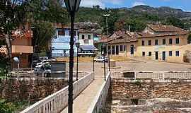 Grão Mogol - Grão Mogol-MG-Passagem para pedestres-Foto:Josue Marinho