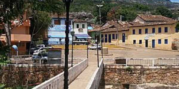 Grão Mogol-MG-Passagem para pedestres-Foto:Josue Marinho