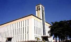 Guanhães - Guanhães-MG-Catedral de São Miguel Arcanjo e Almas-Foto:Vicente A. Queiroz