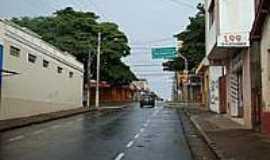 Guaxupé - Rua Salesianos-Foto:Alexandre Bonacini [Panoramio]