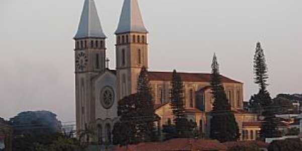 Guaxupé-MG-Catedral de N.Sra.das Dores-Foto:rogercm