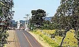 Guimarânia - Chegando em Guimarânia-Foto:tarciso [Panoramio]