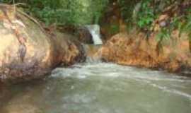 Serra do Navio - cachoeira proximo a montanha de minerio, Por wirley almeida santos