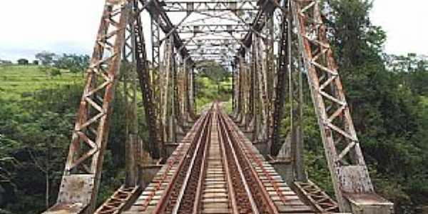 Ibiá-MG-Pontilhão Ferroviário sobre o Rio Misericórdia-Foto:Geano Rocha