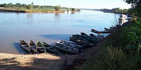 Ibiaí-MG-Barcos de pescadores no Rio São Francisco-Foto:Tiago Soares