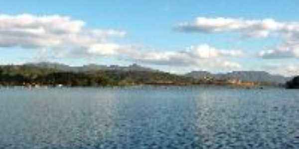 Lagoa rodeada de condominios, Por Wellington Freitas
