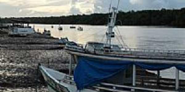 Barcos na beira do rio em Sucuriju-AP-Foto:anderson batista