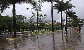 Igarapé - Praça no centro de Igarapé-MG-Foto:igarapemg.