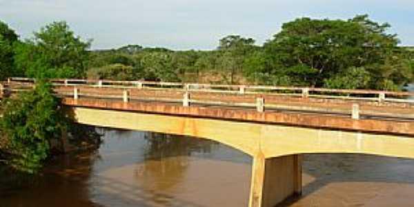 Iguatama-MG-Ponte sobre o Rio São Francisco-Foto:iguatamaempolitica.
