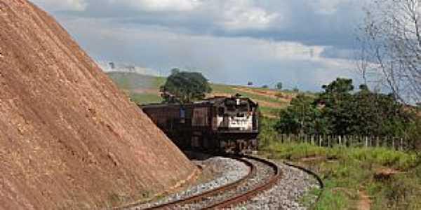 Iguatama-MG-Trem em Iguatama-Foto:iguatamaempolitica.