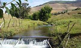 Ilhéus do Prata - Ilheus do Prata-MG-Pequena Cachoeira-Foto:Kennerneiva