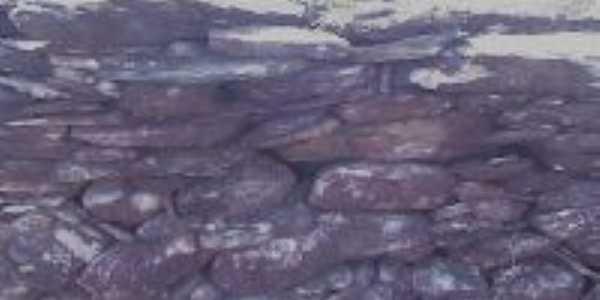 muro de pedras que corta a serra da campestre., Por clemilson de souza salgado