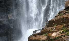 Ipoema - Rapel na Cachoeira Alta em Ipoema - por Jose Gustavo A.  Murta