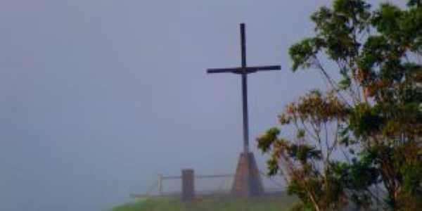 pico do amor - itabira/mgfotografado a partir do alto dos pinheiros sob a neblina do alvorecer., Por Terezinha Souza