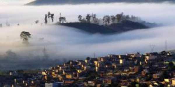 Alvorecer em Itabira/MG Vista parcial do Bairro São Pedro, Por Terezinha Souza