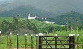 Itambacuri - Vista da cidade através da porteira-Fotomontanha [Panoramio]