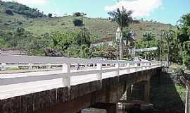 Itambé do Mato Dentro - Itambé do Mato Dentro-MG-Ponte que liga a cidade à Igreja-Foto:asminasgerais.com.br