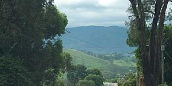 Itamonte-MG-Chegando na cidade ao fundo a Serra da Mantiqueira-Foto:Josue Marinho