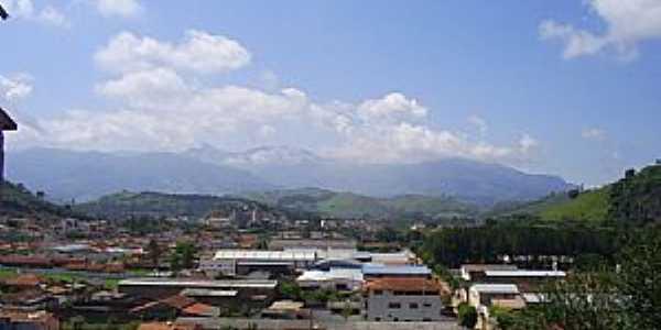 Vista de Itanhandu a partir do Bairro das Indústrias  Por JBRMONTEIRO