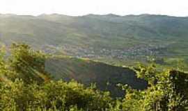 Itanhomi - A cidade ao fundo
