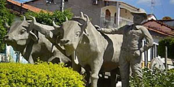 Abaíra-BA-Monumento na Praça central-Foto:José Roberto Sousa