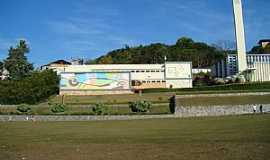 Itaúna - Itaúna-MG-Colégio Santana-Foto:fabio corradi