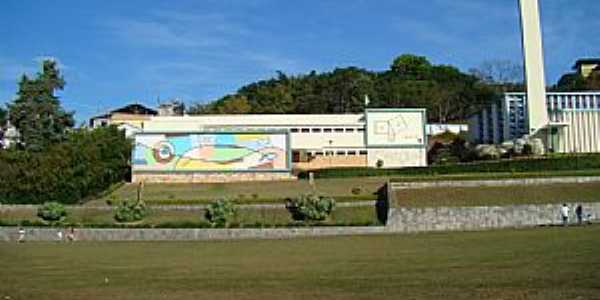 Itaúna-MG-Colégio Santana-Foto:fabio corradi