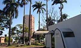Ituiutaba - Câmara Municipal na Praça Ângelo T.Bruno em Ituiutaba-MG-Foto:Leandro Anthon